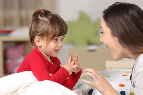Tahap Perkembangan Keterampilan Sosial & Interaktif Pada Anak