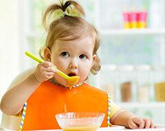 Mengenalkan Makanan Pendamping Asi (MPASI) pada Si Kecil